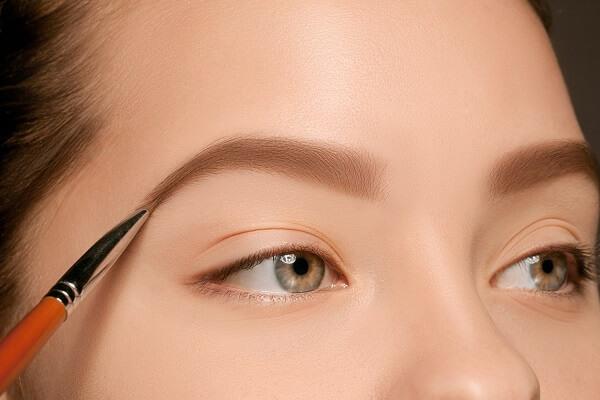 alis adalah urutan makeup pemula yang paling rumit
