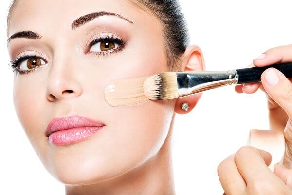 Foundation sebagai urutan makeup dasar bagi pemula