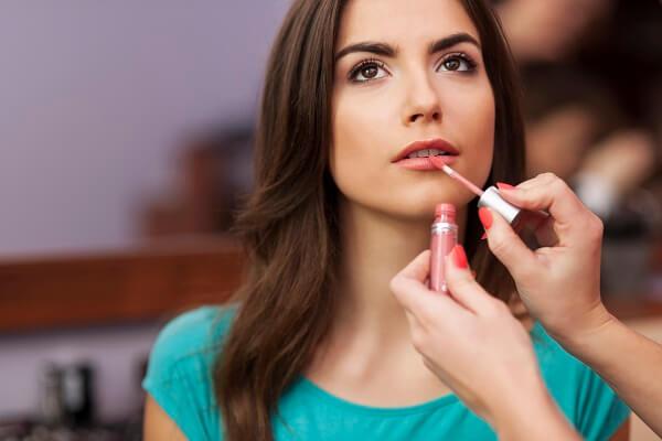 makeup bibir sebagai urutan makeup pemula terakhir