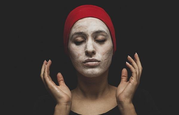 Masker Lumpur untuk merawat kulit berminyak